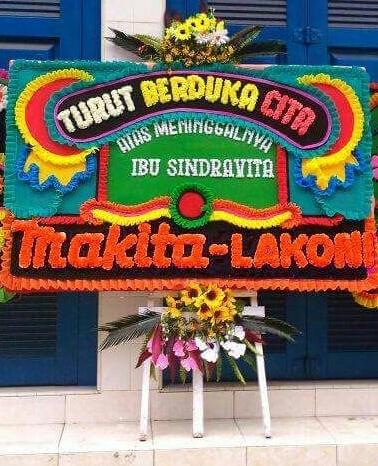 Karangan Bunga di Padang